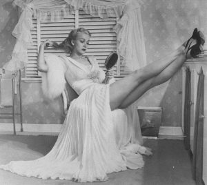 carole-landis-negligee-and-peignoir